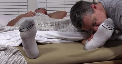 Viggo's Size 11 Feet Worshiped In His Sleep - Viggo