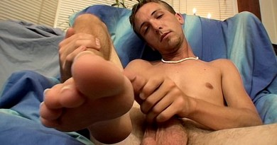 Novice Aaron Enjoys A Jerk Off - Aaron