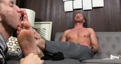 Justin Worships Sean Holmes