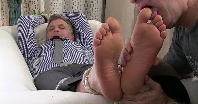 Brendan Cage's Size 11 Feet Worshipped