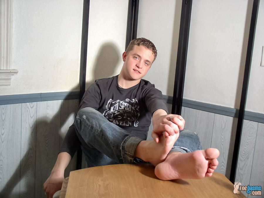 A Cute Straight Dude With Perfect Feet