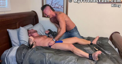 Riley Loses A Tickling Bet